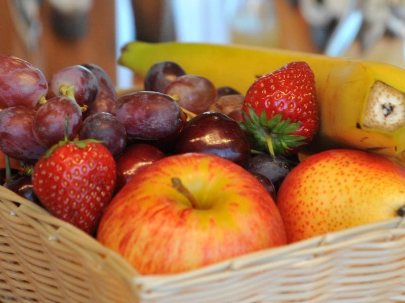 Bild zu Obstkorb mit reifem Obst