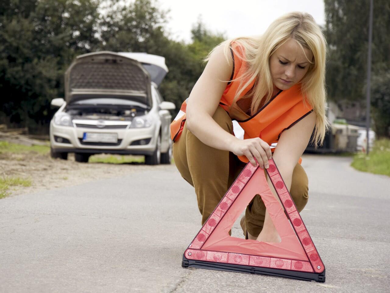 Bild zu Unfallstelle absichern: So verhalten Sie sich nach einem Verkehrsunfall richtig