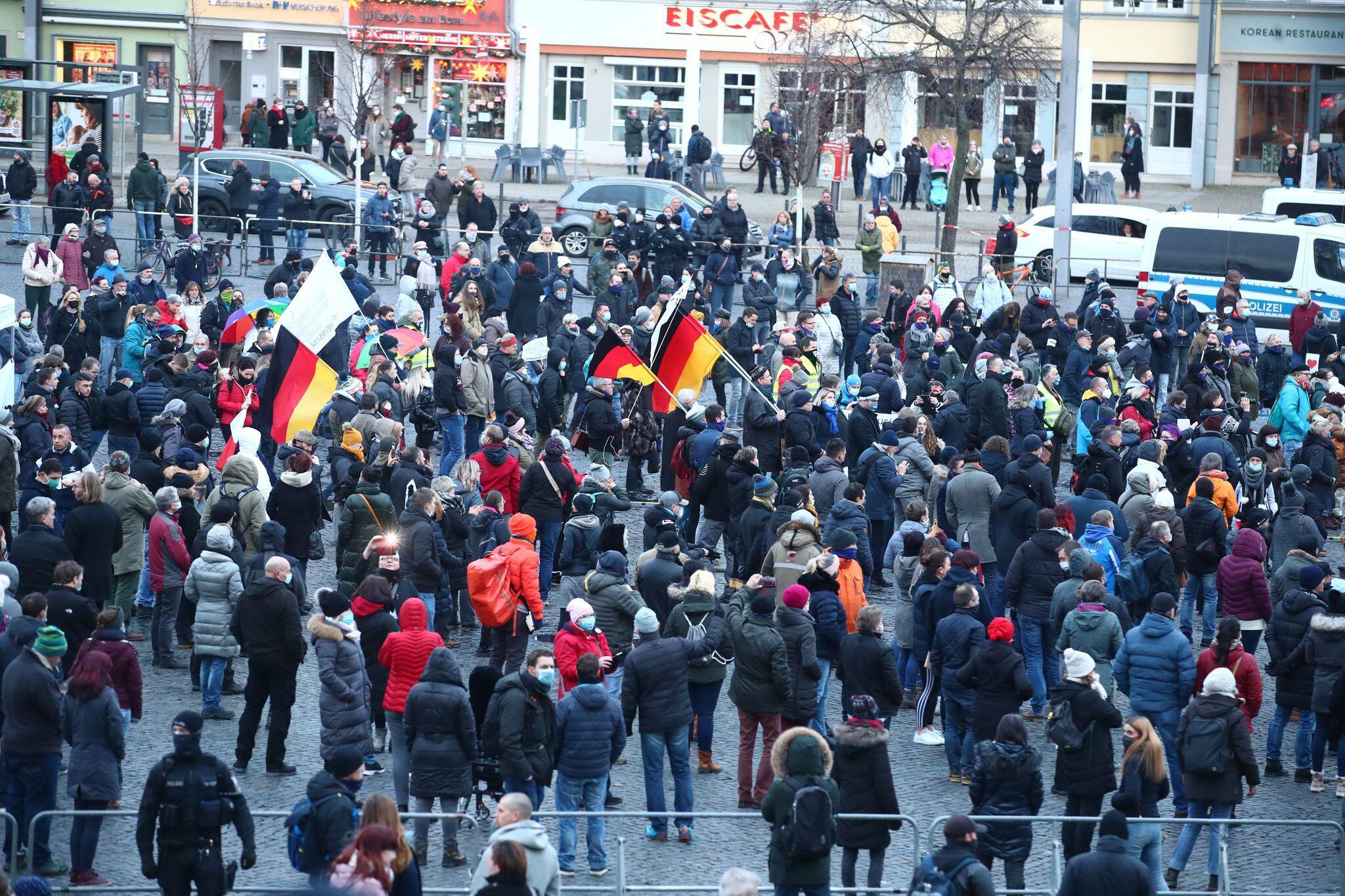 Bild zu Kundgebung «Thüringen steht zusammen» in Erfurt
