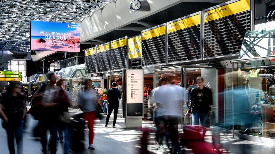Osterreiseverkehr am Flughafen Tegel