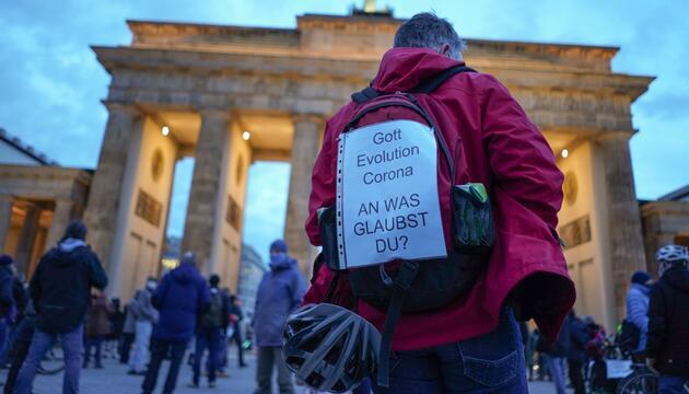 Querdenker-Kundgebung vor dem Brandenburger Tor