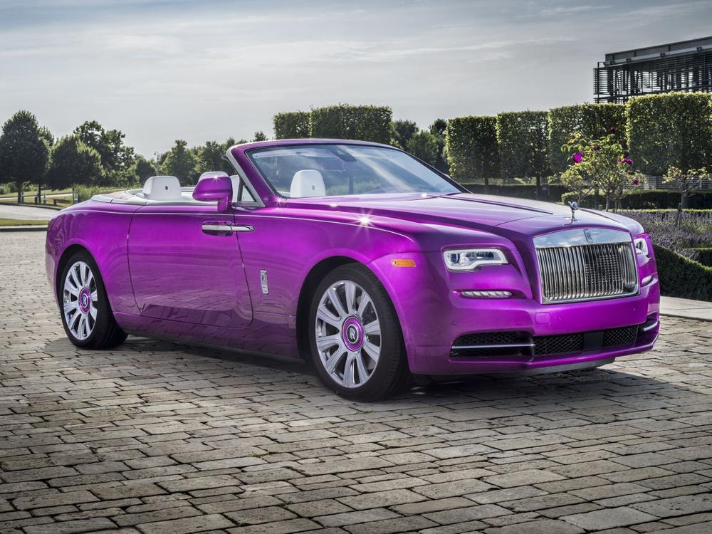 rolls royce dawn in fuxia dieses bespoke modell ist. Black Bedroom Furniture Sets. Home Design Ideas