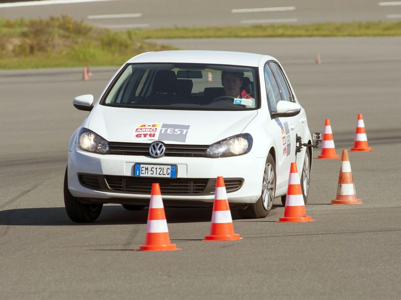 Bild zu ESP: Das elektronische Stabilitäts-Programm hilft, Unfälle zu verhindern