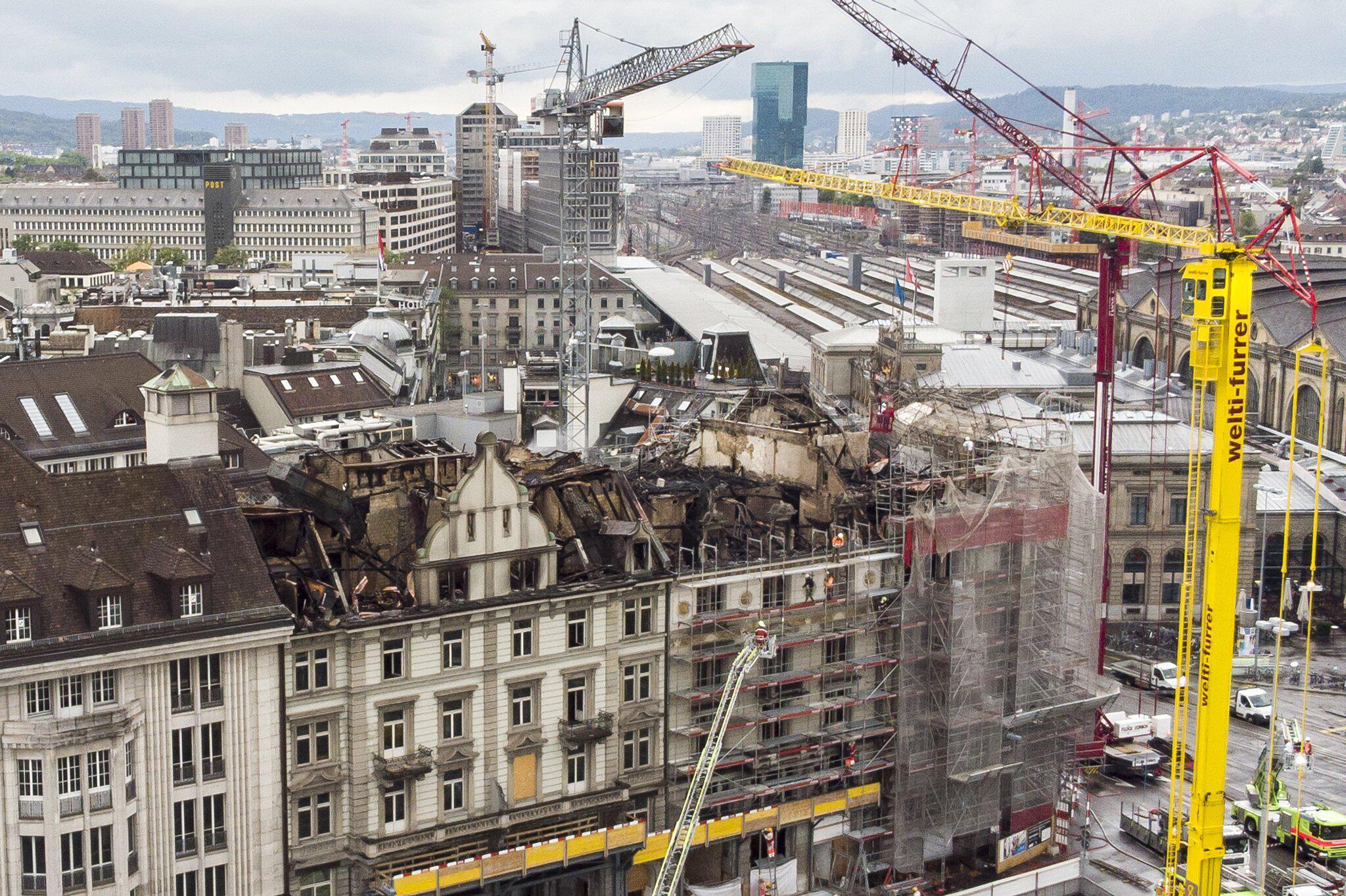 Bild zu Nach einem Großbrand in Zürich