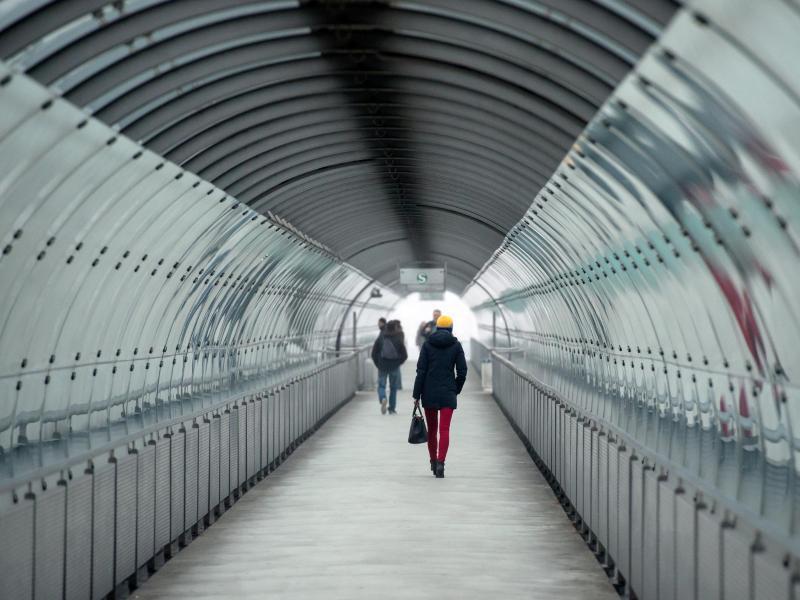 Bild zu Passanten auf dem Flughafen München