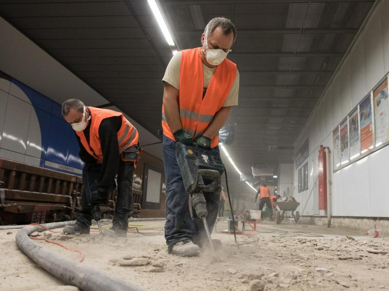 Bild zu Bauarbeiter