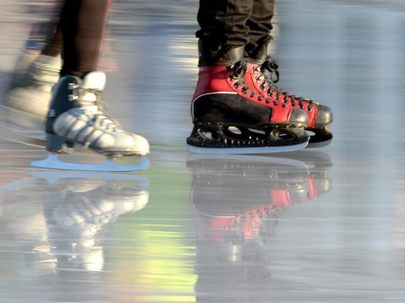 Bild zu Schlittschuhläufer auf einer Eisbahn