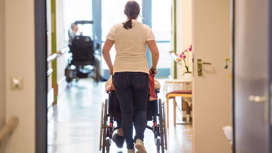 Bundestag soll Pflegereform beschließen