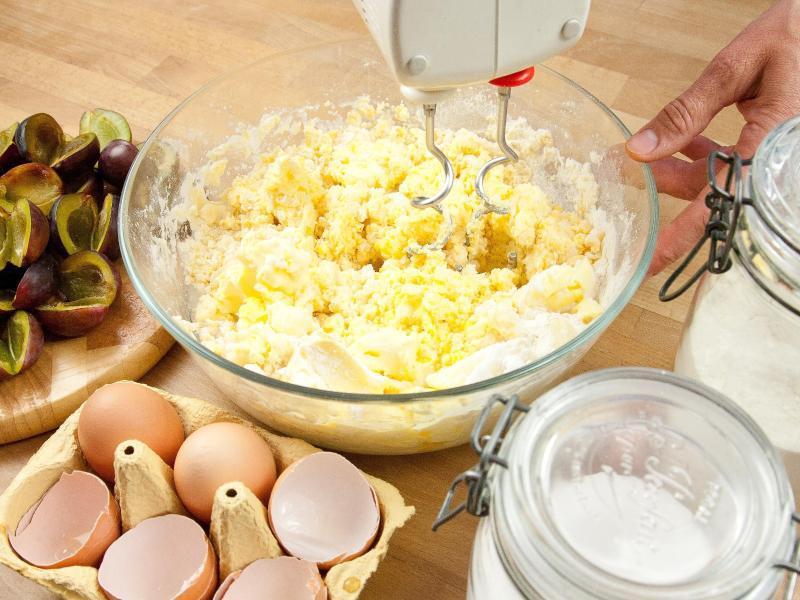 Bild zu Teigherstellung für einen Kuchen