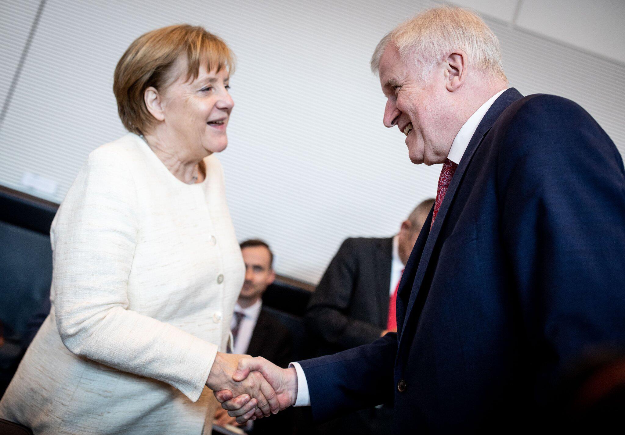 Bild zu Merkel, Seehofer