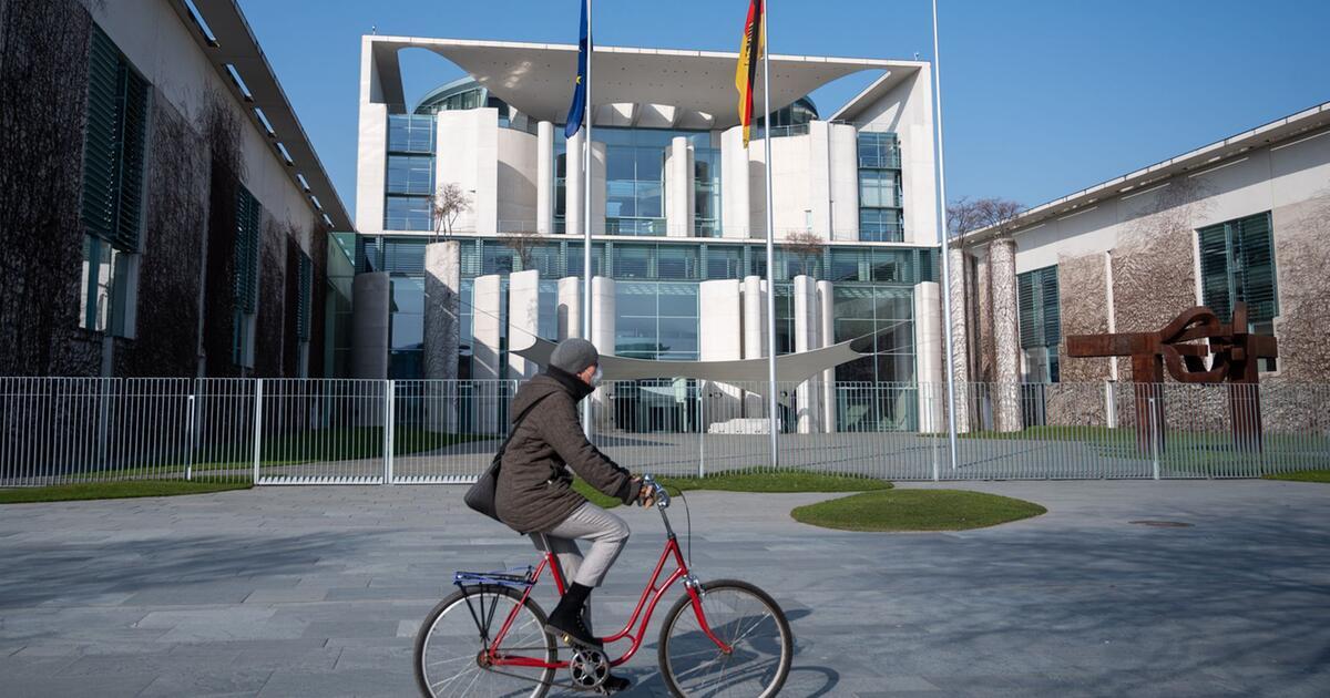 Merkel bittet in Corona-Krise um Geduld - Kritik an Wirtschaftshilfen - WEB.DE News