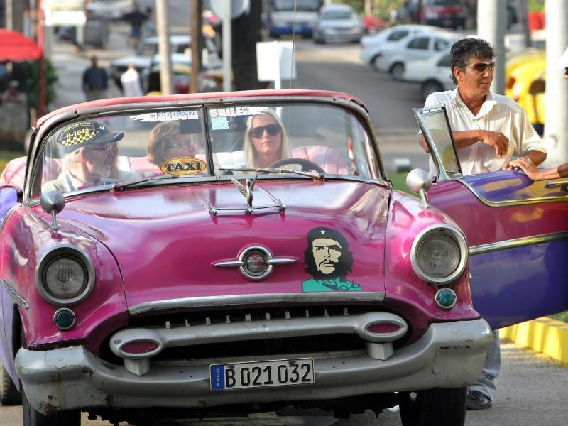 Bild zu Touristen auf Kuba