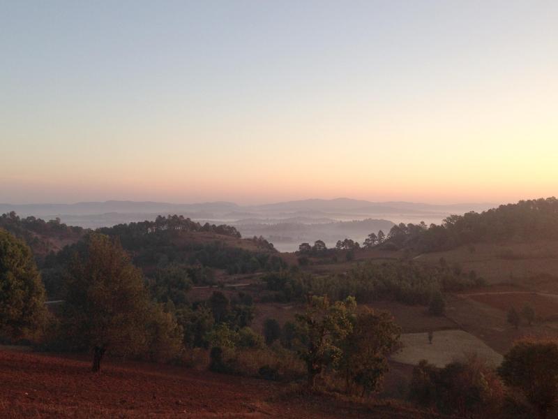 Bild zu Myanmar bei Sonnenaufgang
