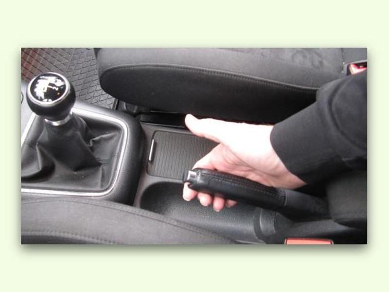 Bild zu Handbremse eines Autos