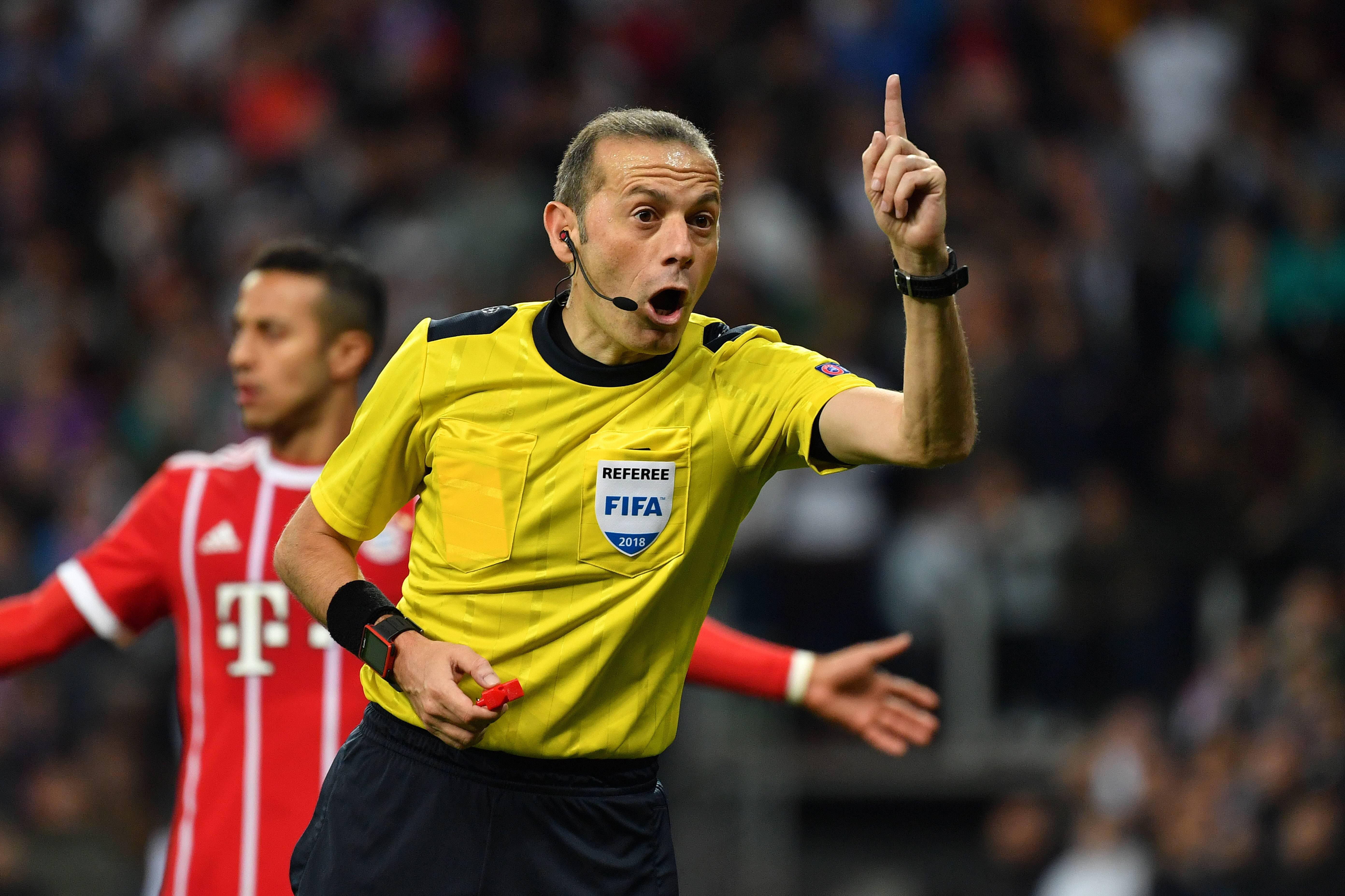 Bild zu Videoschiedsrichter, Videobeweis, Fußball, Champions League, Europa League