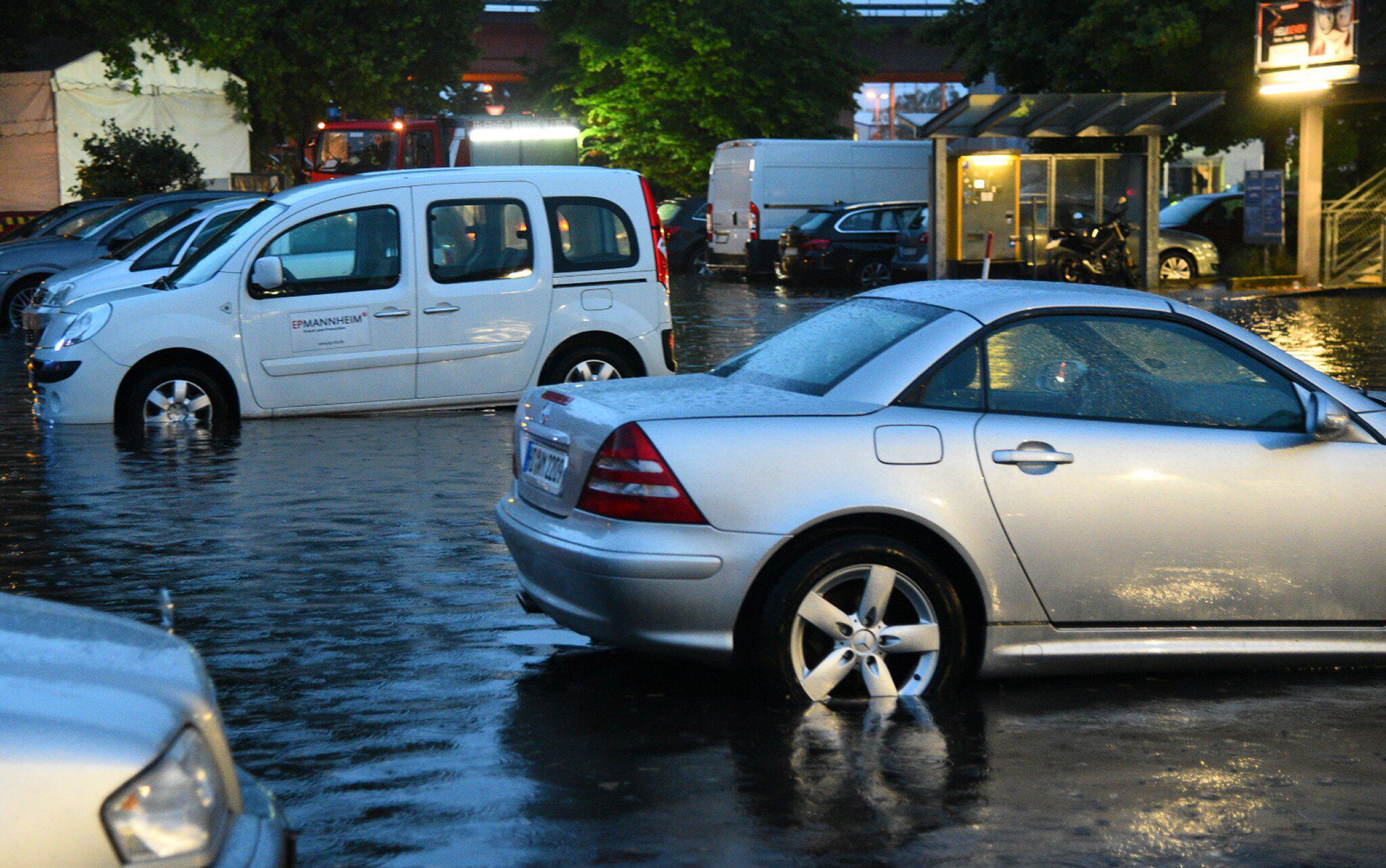Bild zu Unwetter in Mannheim