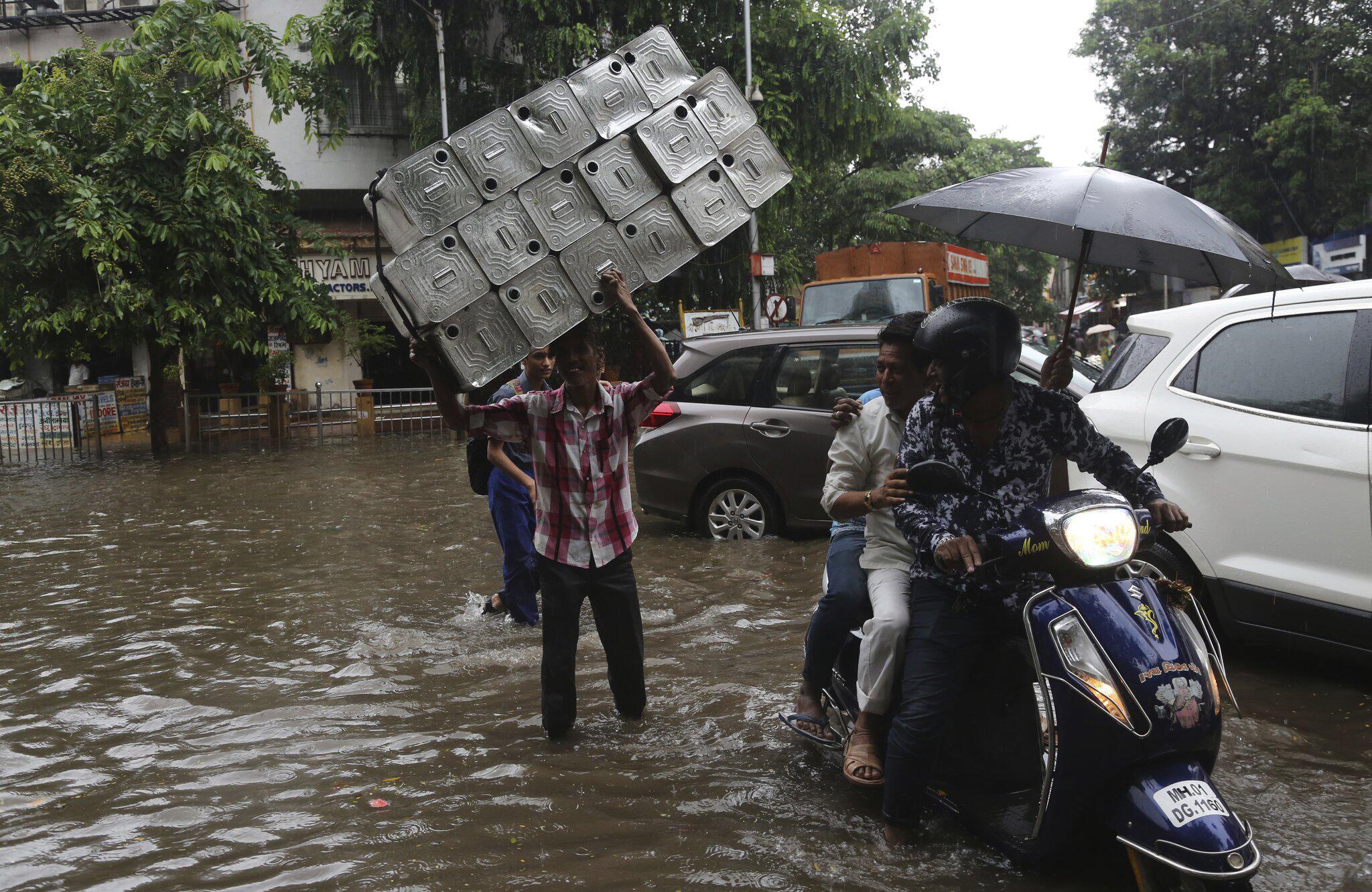 Bild zu Wetter, Indien, Monsun, Monsunregen, Wassermassen, Mumbai