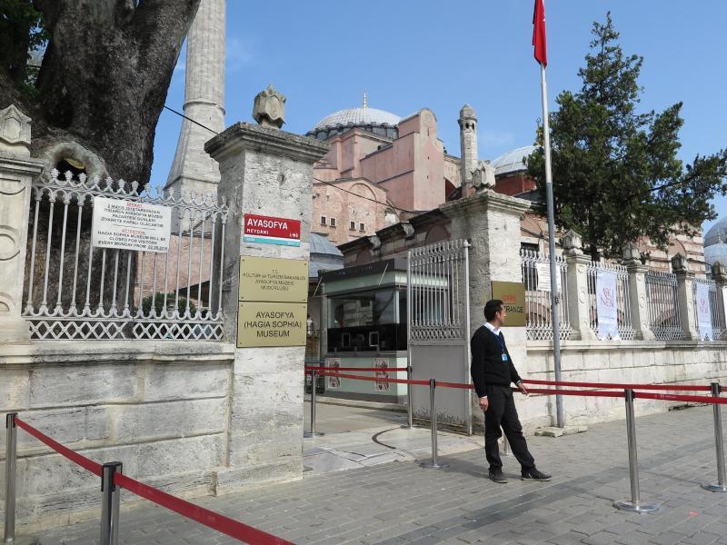 Bild zu Touristen meiden Istanbul