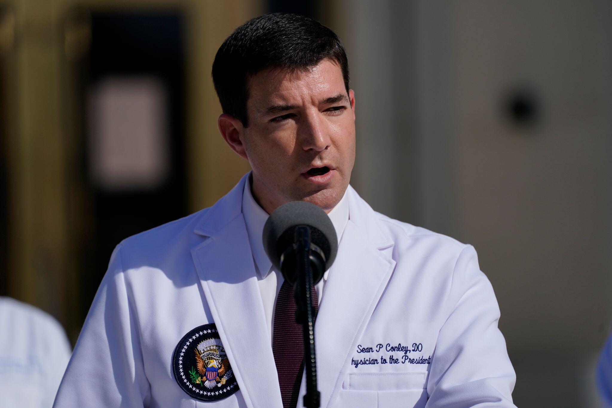 Vor Klinik: Kranker Trump jubelt Anhängern zu - Arzt tobt