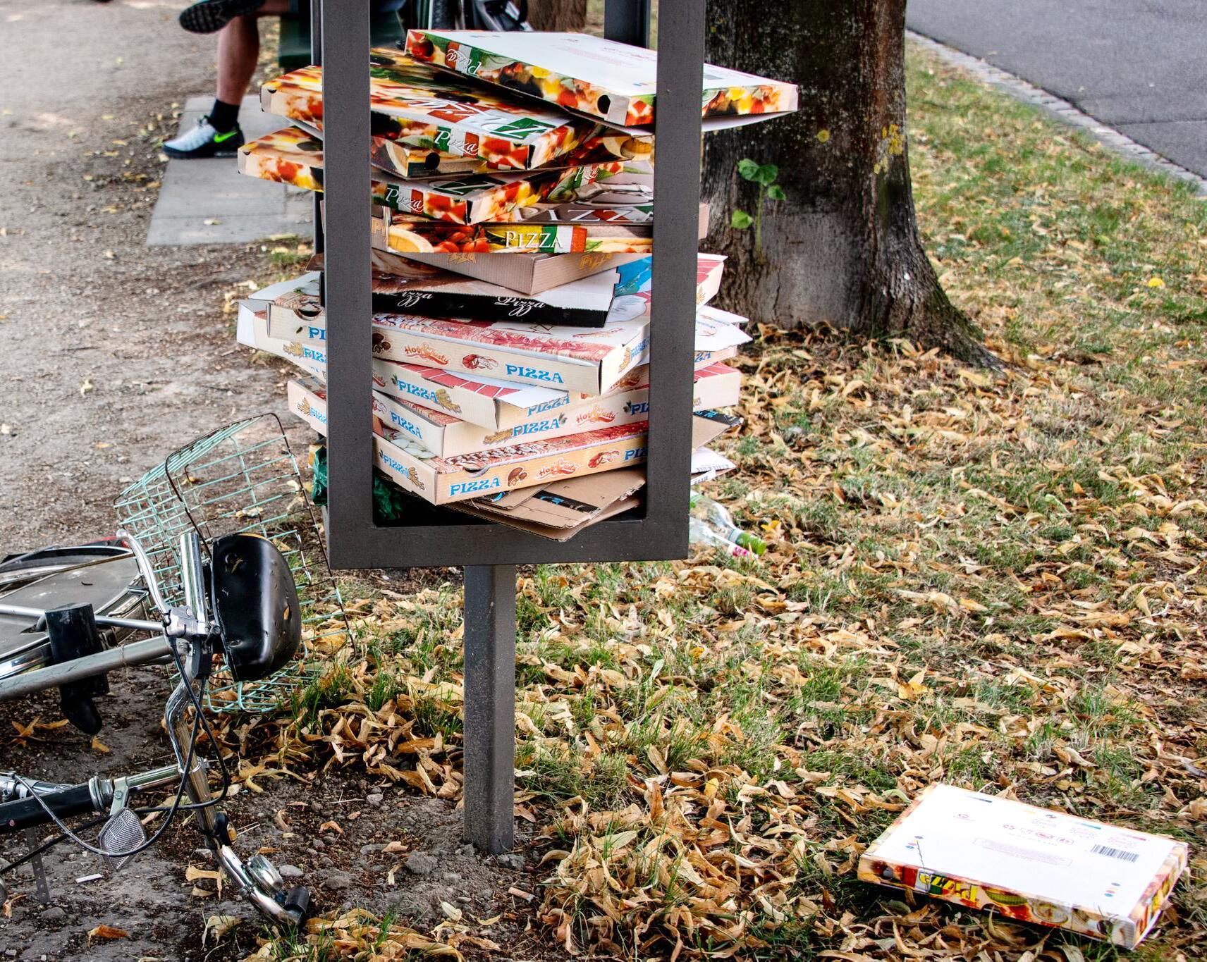 Bild zu Städte ächzen unter Pizzakarton-Flut