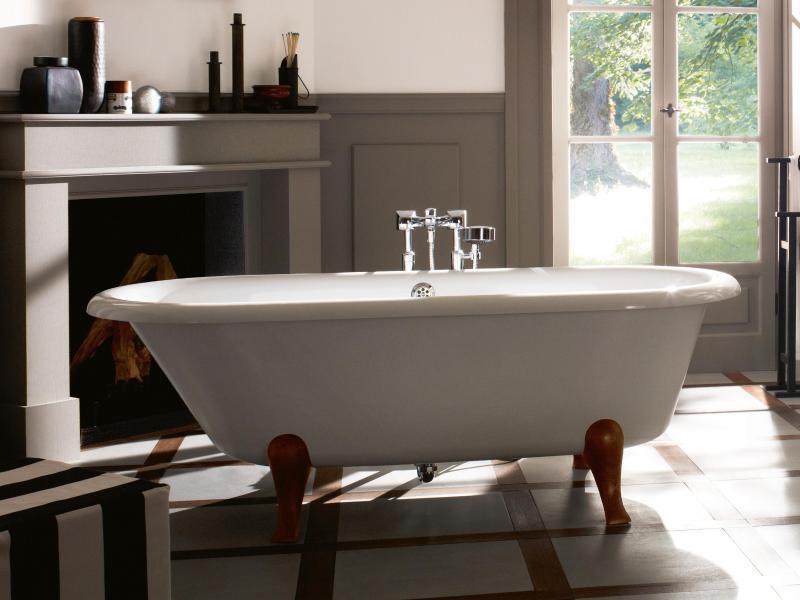 Bild zu Badezimmer mit Blick in den Garten