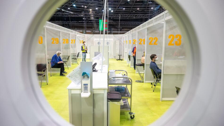 Coronavirus - Berlin Impfzentrum Velodrom