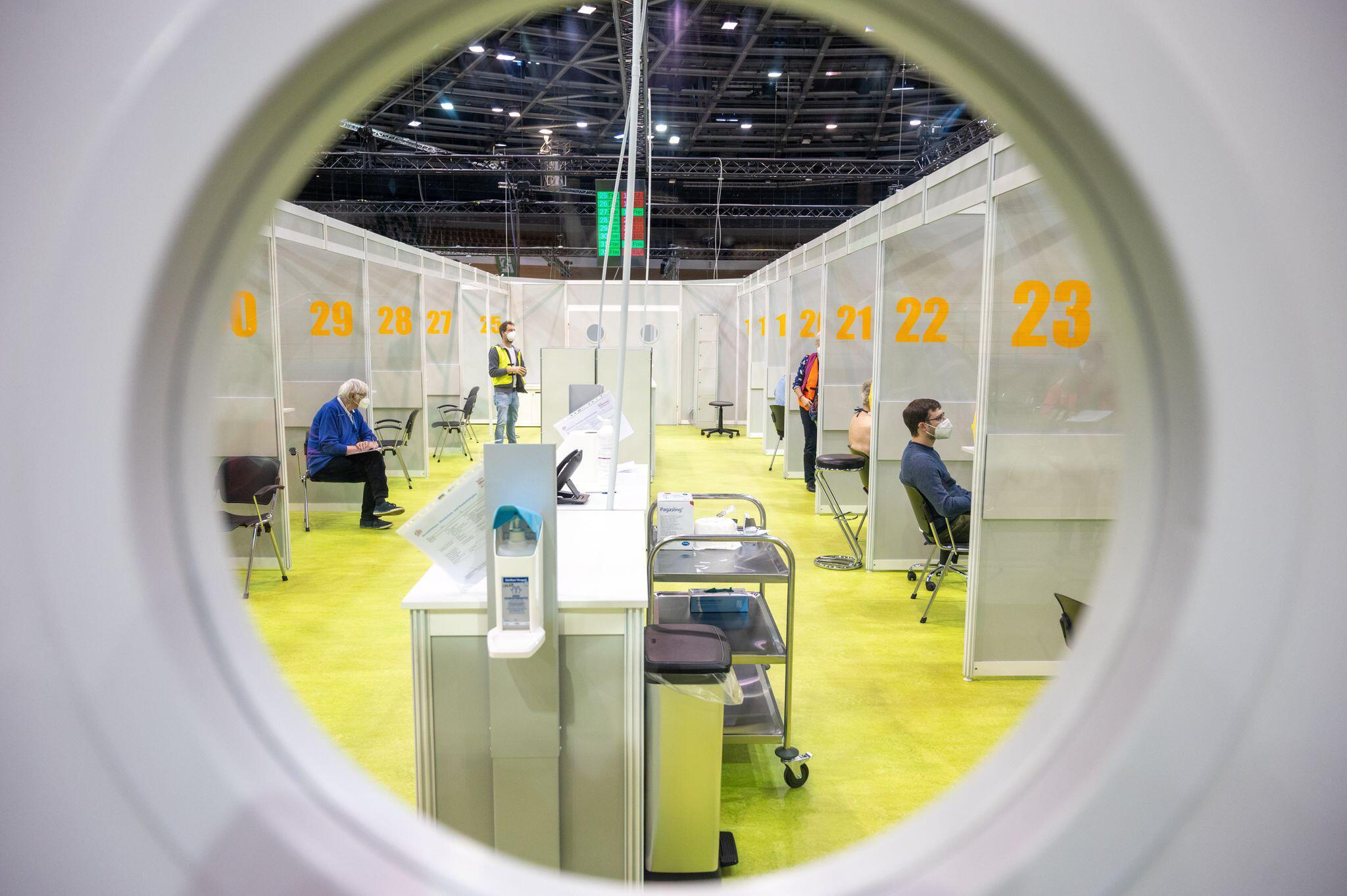 Bild zu Coronavirus - Berlin Impfzentrum Velodrom