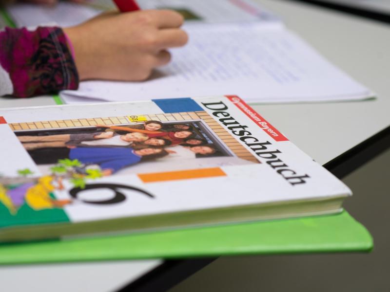 Bild zu Schulbücher als Mehrbedarf