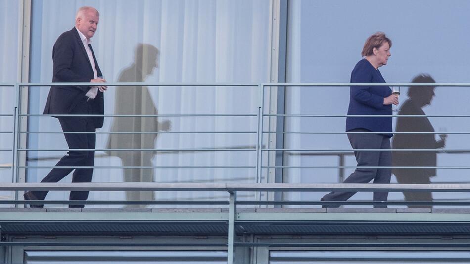 Merkel meets Seehofer at the German chancellery