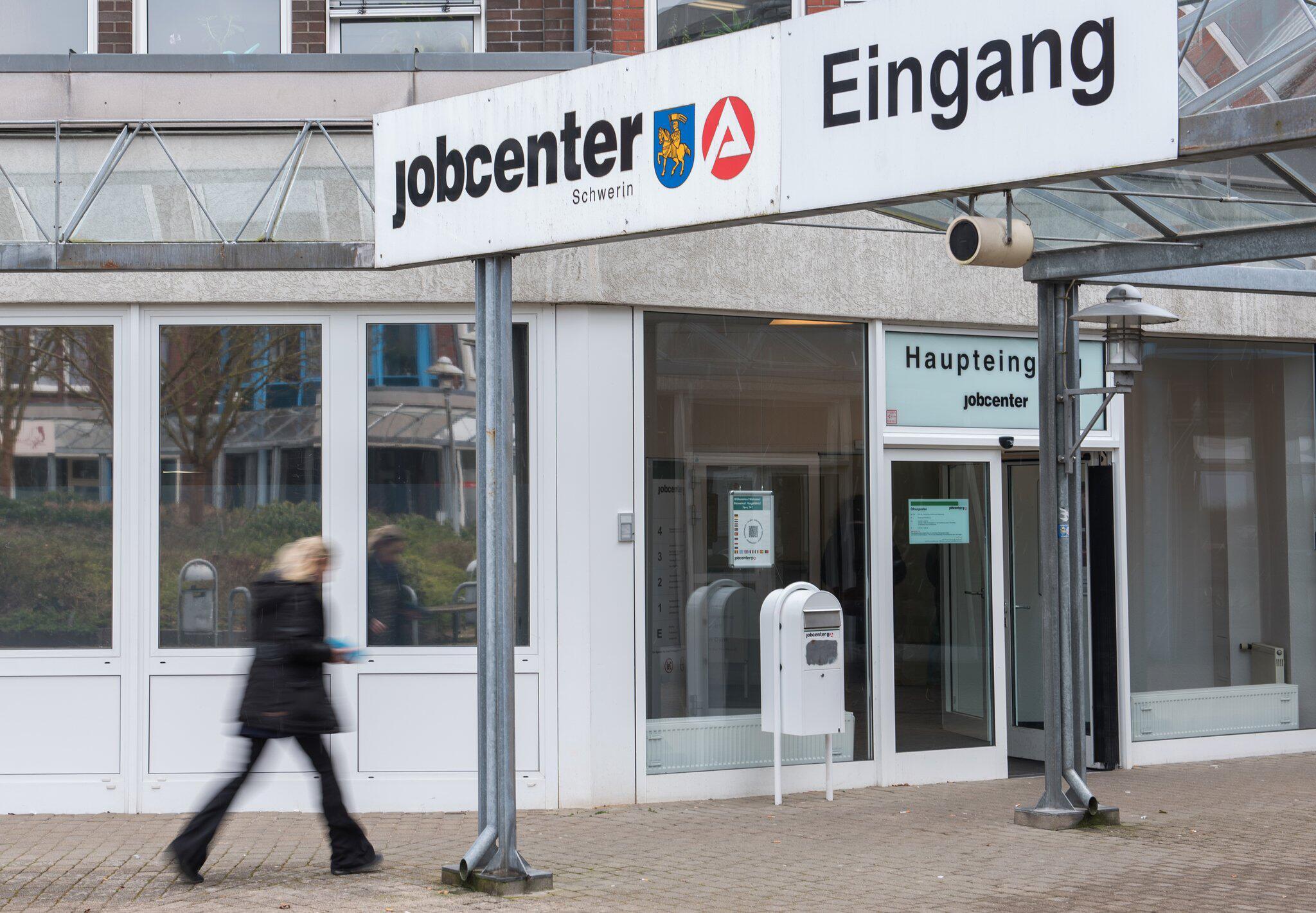 Arbeitslosenzahl steigt im Januar - weiter niedriges Niveau