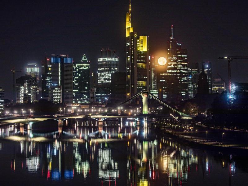 Bild zu Der Mond in Frankfurt