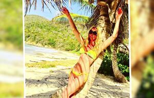 Sonya Kraus heizt Fans im Bikini ein