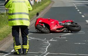 Motorradfahrer, Unfall