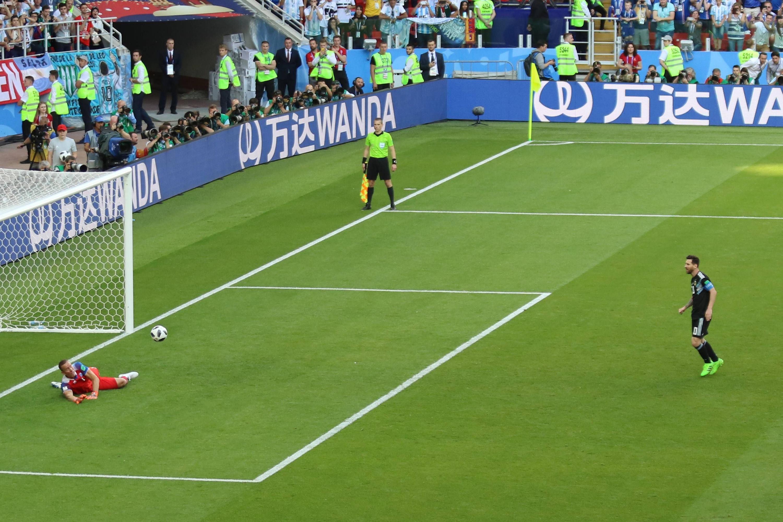 Bild zu Lionel Messi, Hannes Thór Halldórsson, Island, Argentinien, WM 2018
