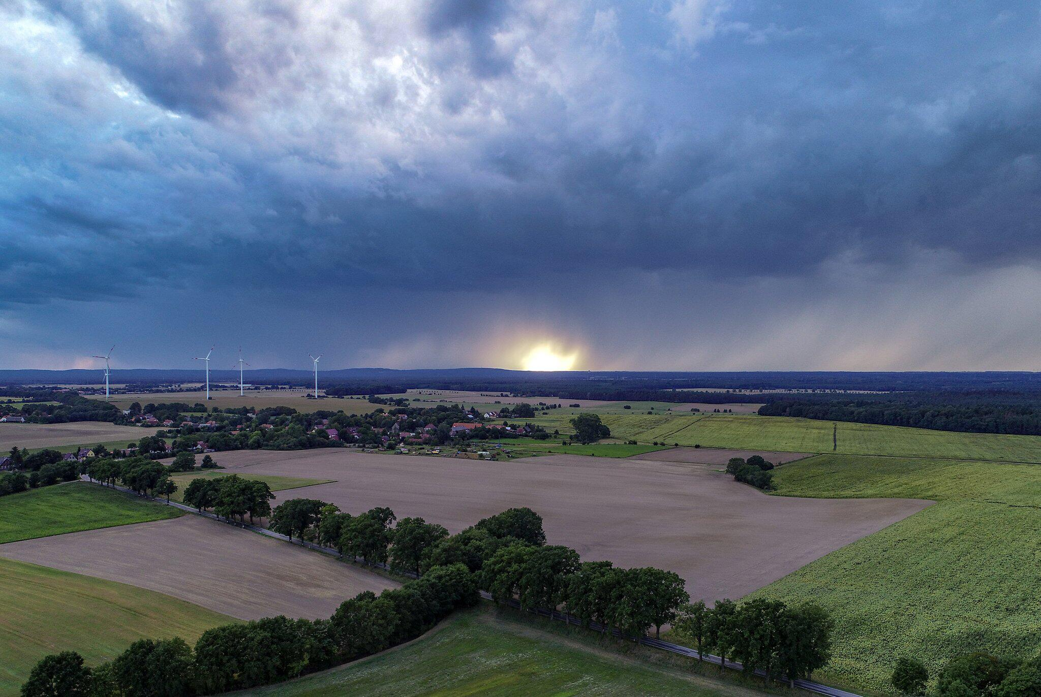 Bild zu Regenwolken über Brandenburg