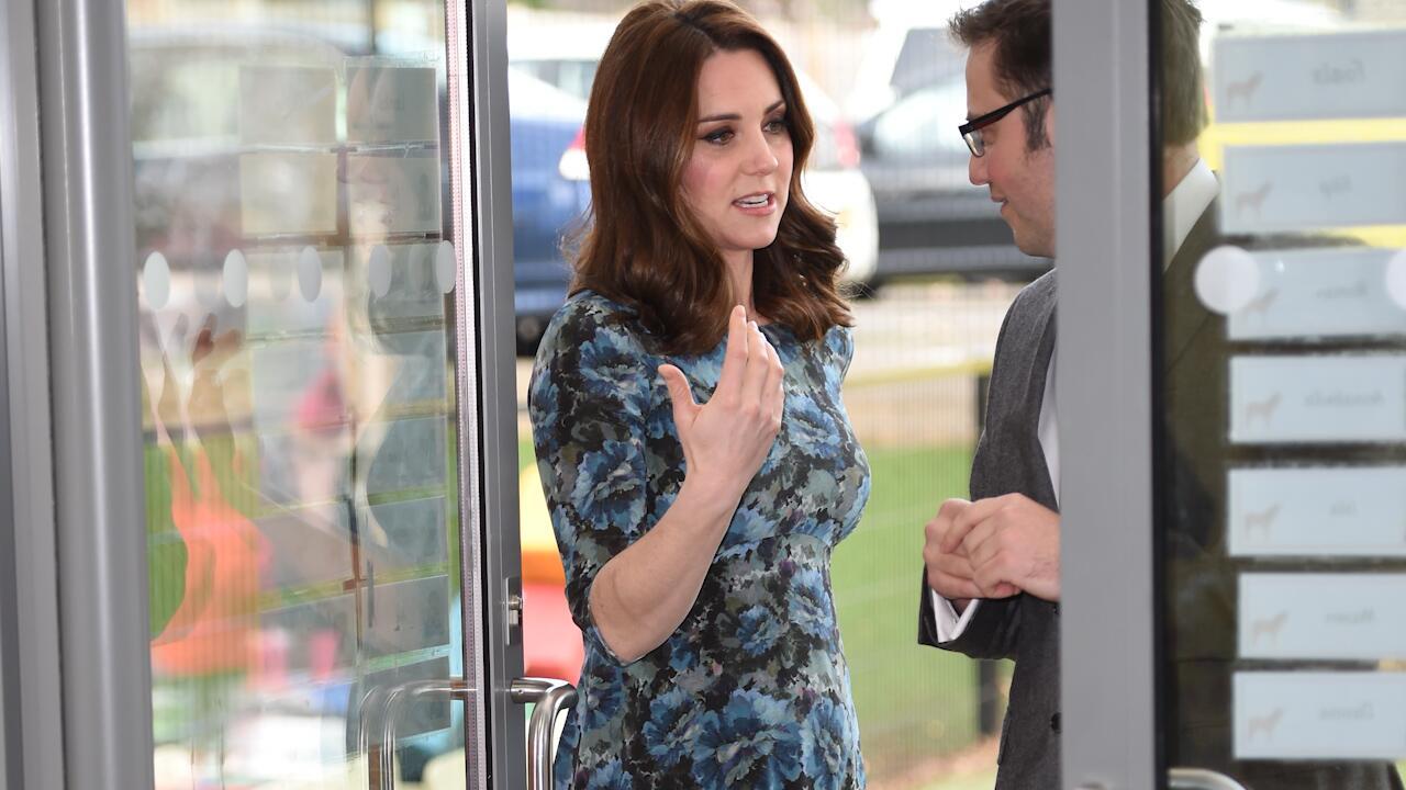 Bild zu Recyling-Queen Kate zeigt Babybauch