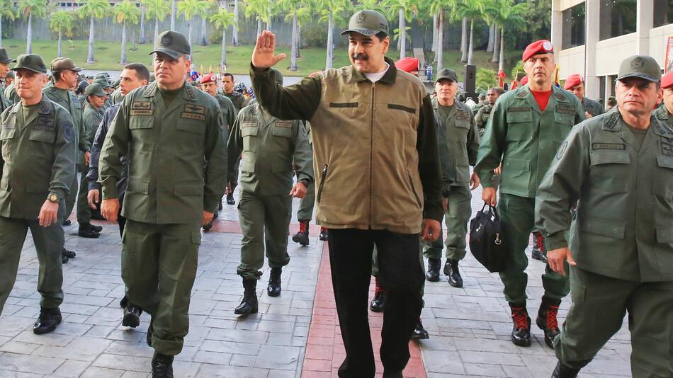 Krise in Venezuela - Maduro schwört Soldaten auf sich ein