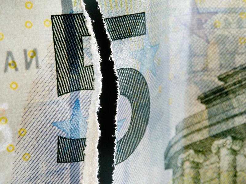 Bild zu Zwei Hälften eines Fünf-Euro-Scheins