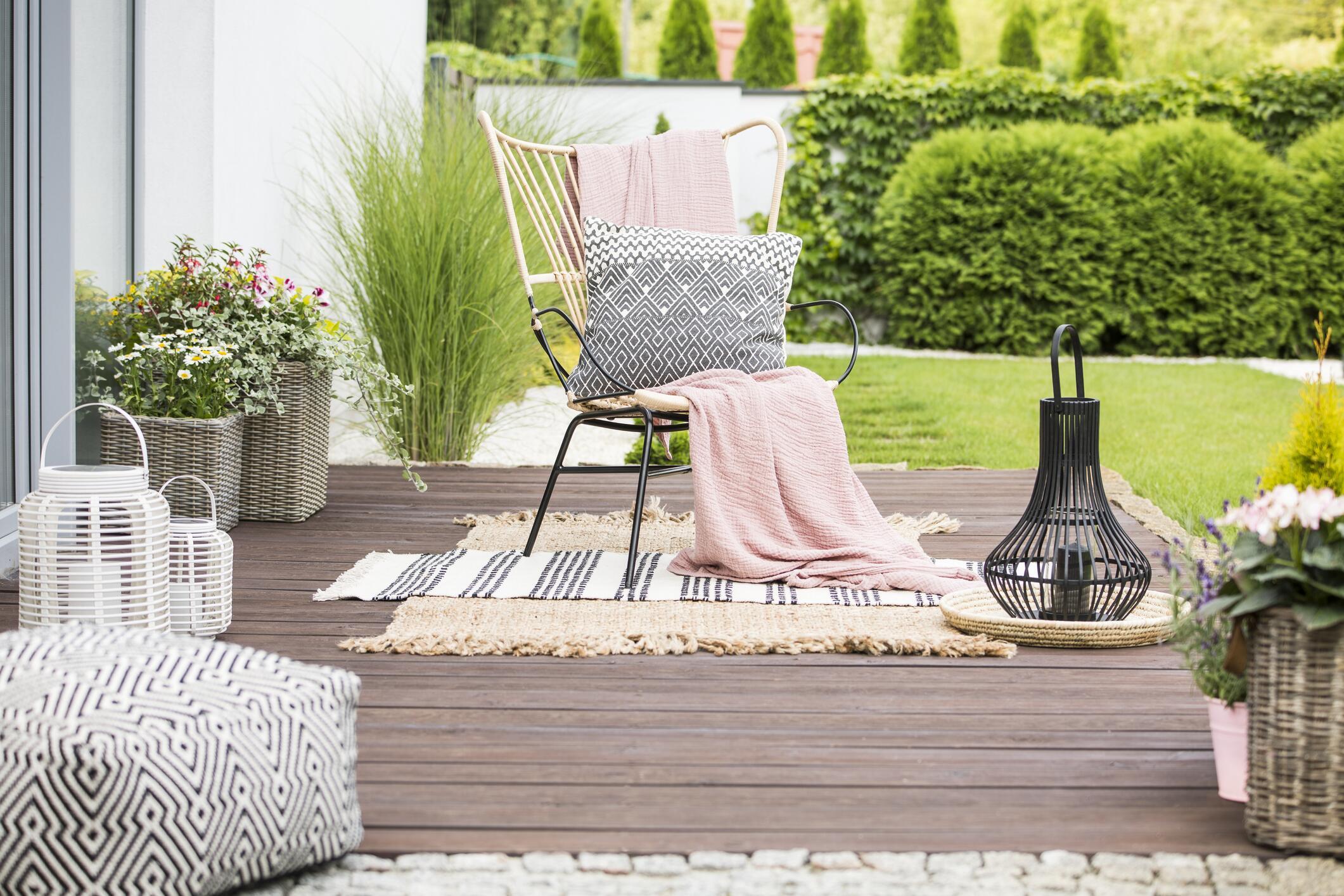 Bild zu Garten, Balkon, Gartenmöbel, Balkonmöbel, Grill, Sommer, Winter, Pflege, Reinigung, fit, sauber