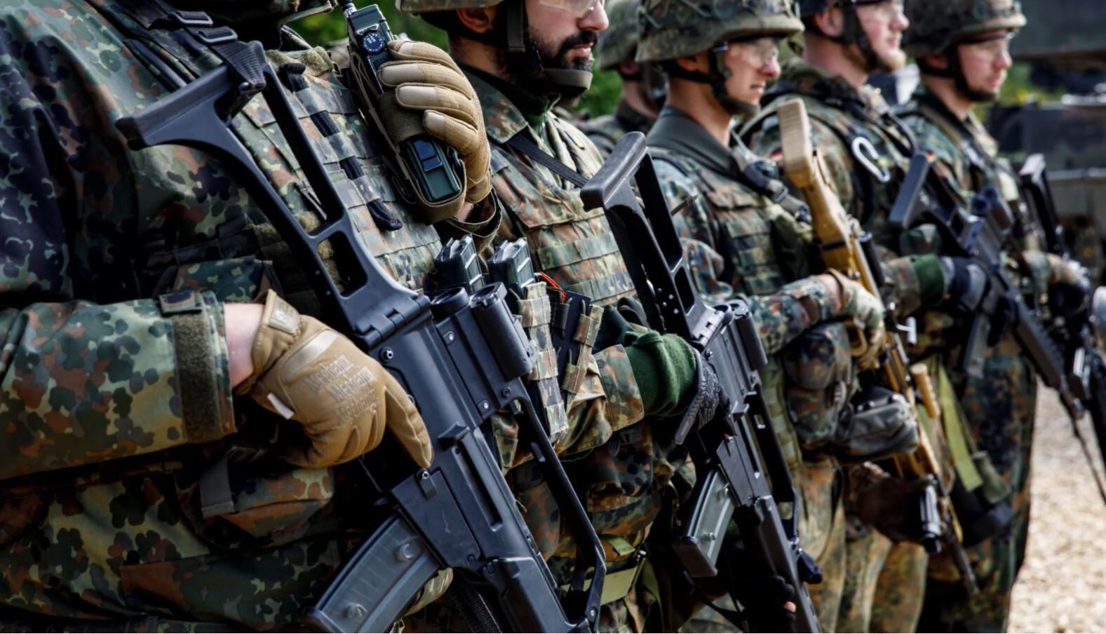 Bild zu Waffen