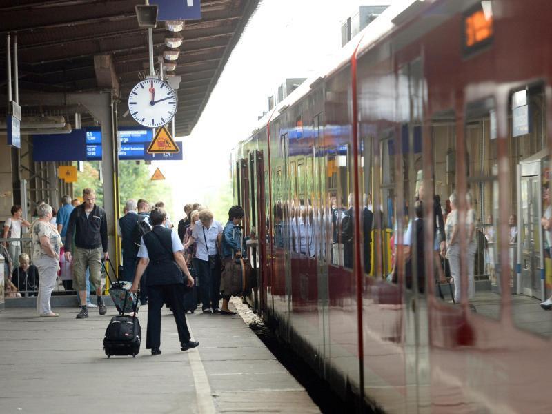 Bild zu Bahn-Reisende