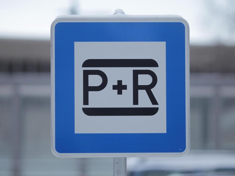Bild zu Verkehrszeichen «Park + Ride»