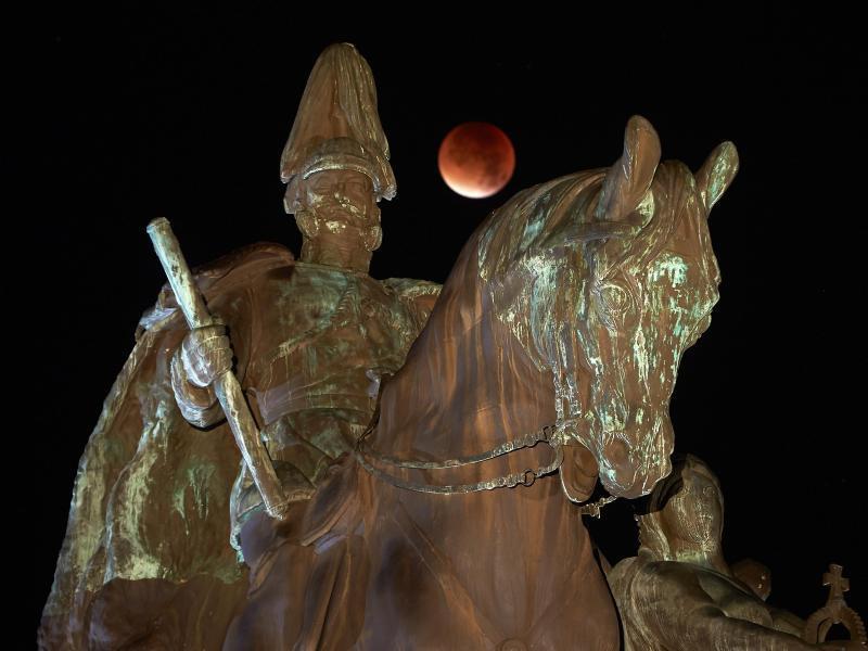 Bild zu Mondfinsternis über Koblenz