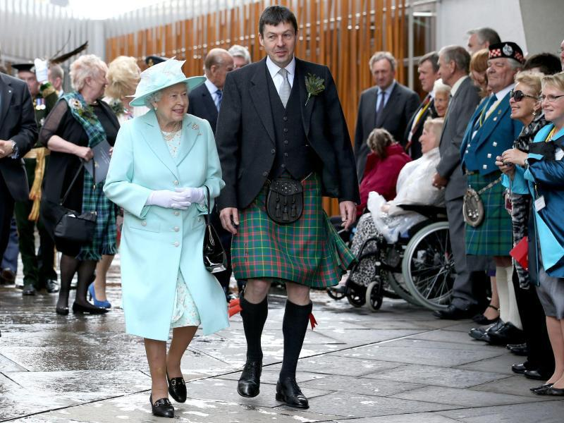 Bild zu Britain's Queen Elizabeth II visits Scotland