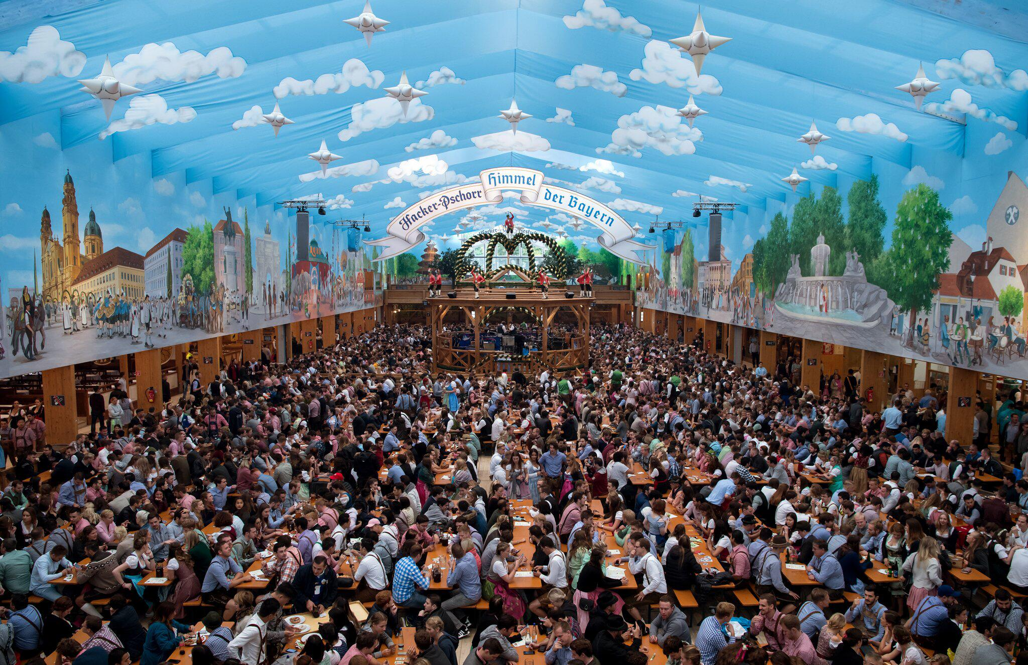 Bild zu Oktoberfest in Munich - Opening Day
