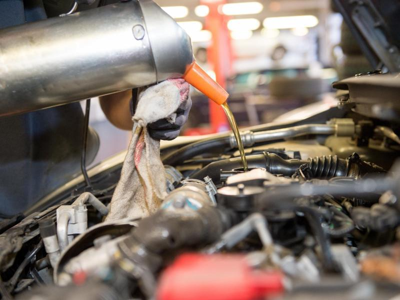 Bild zu Blick unter die Motorhaub