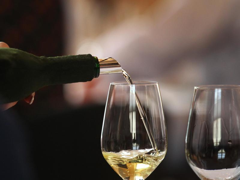 Bild zu Glas mit Weißwein