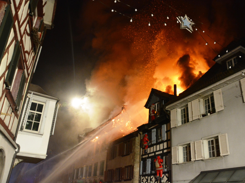 Bild zu Beim Brand in der Altstadt von Steckborn wurden drei Personen leicht verletzt.