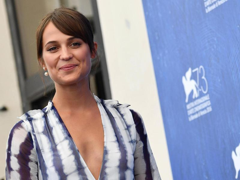 Bild zu Filmfest Venedig - Alicia Vikander