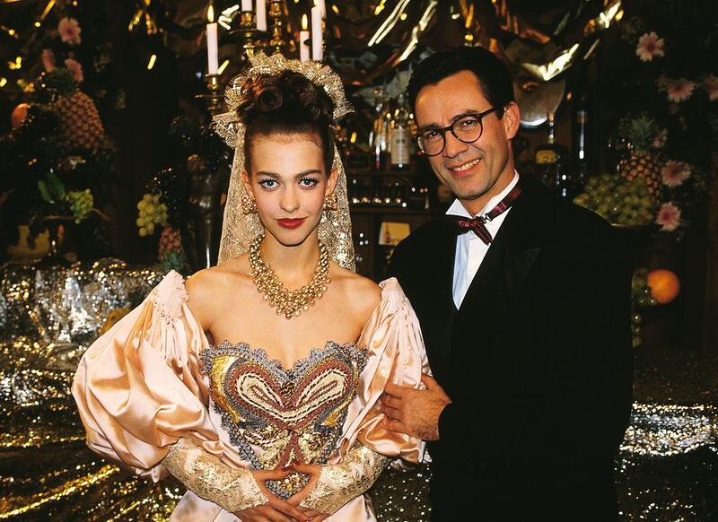 Bild zu Tina und Mathias Zimmermann sagen sich einander Ja bei GZSZ